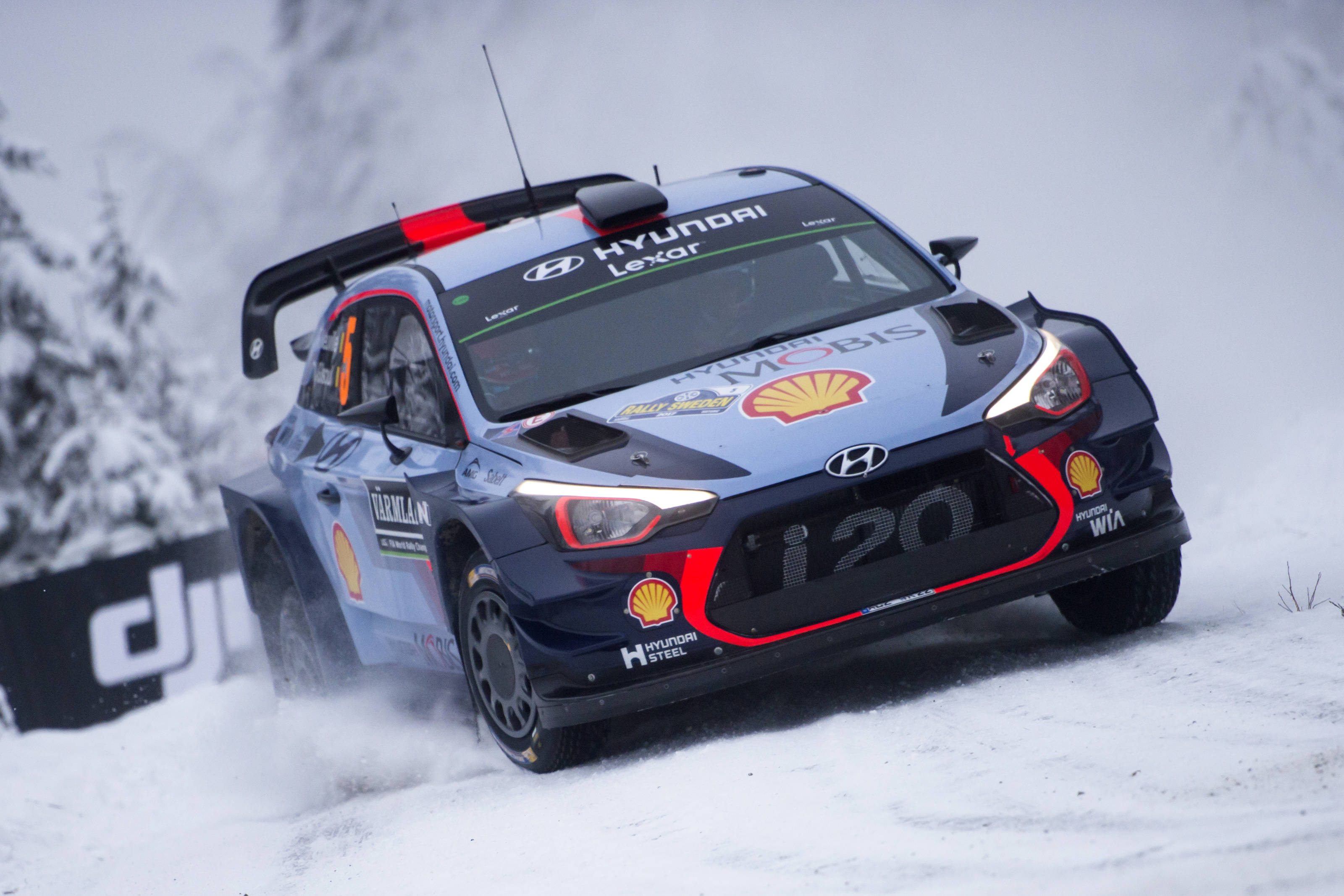 Motorsports WRC Rally Sweden Neuville takes lead after late