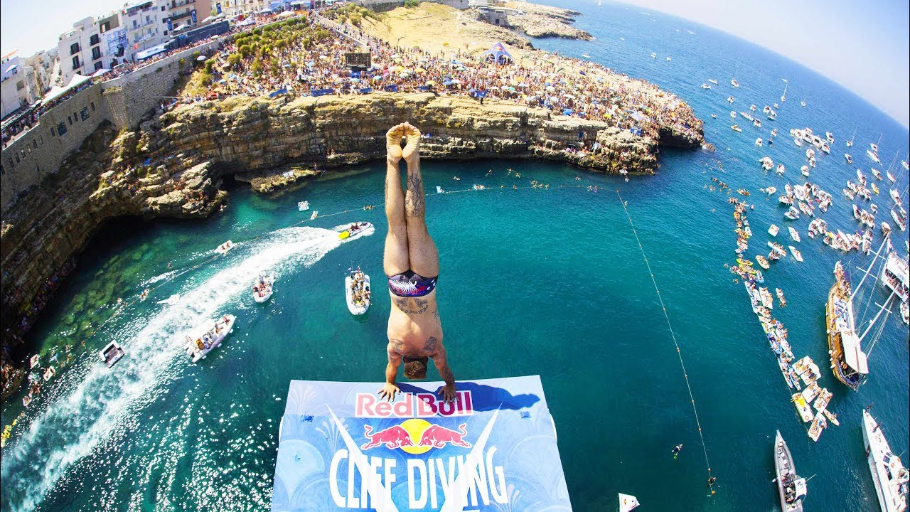 These guys sure know how to dive red bull cliff diving for Porno dive italia