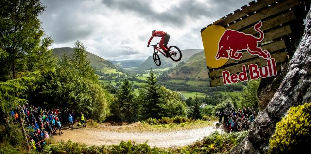 Bike / Red Bull Hardline / 3000 fans watch Gee Atherton win his first Red Bull Hardline