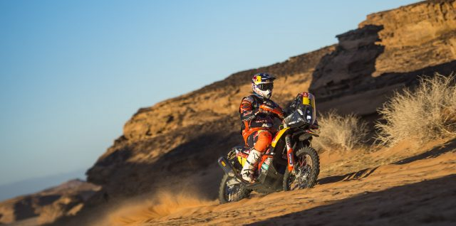 Motorsport / Dakar Rally / Sainz scorches to a second stage win while Sunderland crashes out